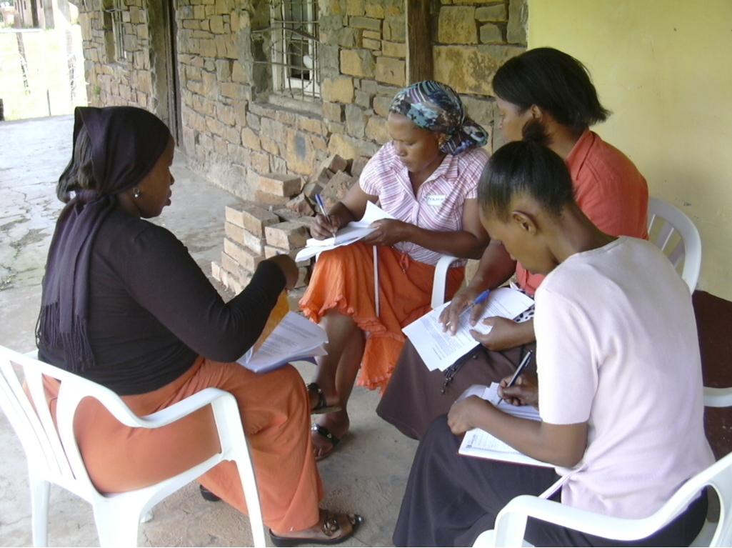 Frivillige fra CSHELP laver gruppearbejde ved workshop med RAW